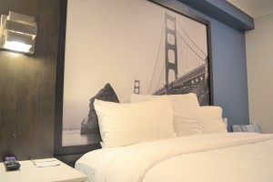 Super8 Hotel - Guest Room with Art Work